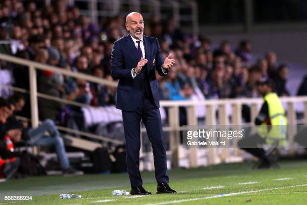 Stefano Pioli manager of ACF Fiorentina shouts instructions to his players during the Serie A match between ACF Fiorentina and Torino FC at Stadio...