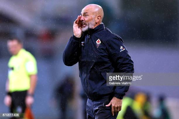 Stefano Pioli manager of ACF Fiorentina shouts instructions to his players during the Serie A match between ACF Fiorentina and AS Roma at Stadio...