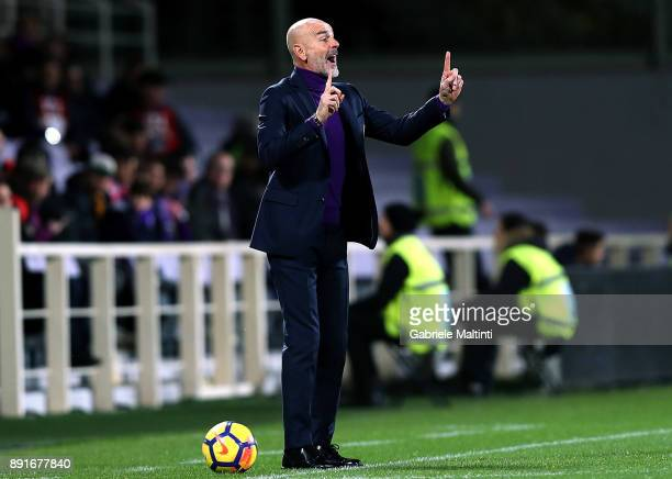 Stefano Pioli manager of ACF Fiorentina shouts instructions to his players during the Tim Cup match between ACF Fiorentina and UC Sampdoria at Stadio...
