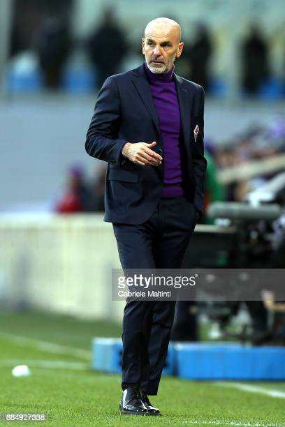 Stefano Pioli manager of AFC Fiorentina gestures during the Serie A match between ACF Fiorentina and US Sassuolo at Stadio Artemio Franchi on...