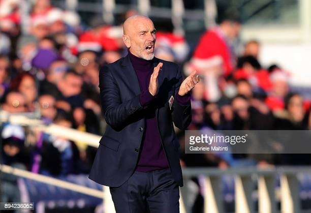 Stefano Pioli manager of AFC Fiorentina gestures during the Serie A match betweenACF Fiorentina and Genoa CFC at Stadio Artemio Franchi on December...