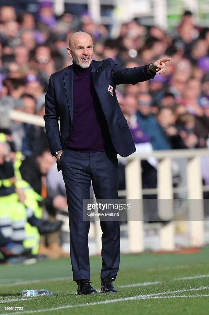 Stefano Pioli manager of AFC Fiorentina gestures during the serie A match between ACF Fiorentina and AC Milan at Stadio Artemio Franchi on December 30, 2017 in Florence, Italy.