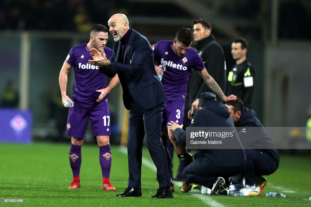 Stefano Pioli manager of AFC Fiorentina gestures during the serie A match between ACF Fiorentina and FC Internazionale at Stadio Artemio Franchi on January 5, 2018 in Florence, Italy.