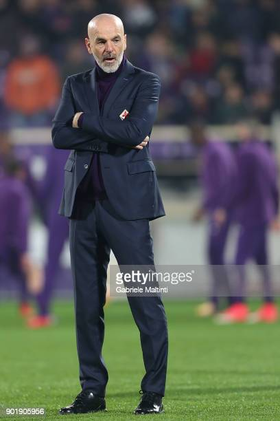 Stefano Pioli manager of AFC Fiorentina gestures during the serie A match between ACF Fiorentina and FC Internazionale at Stadio Artemio Franchi on...