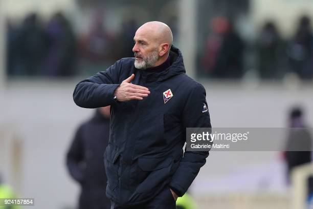 Stefano Pioli manager of AFC Fiorentina gestures during the serie A match between ACF Fiorentina and AC Chievo Verona at Stadio Artemio Franchi on...