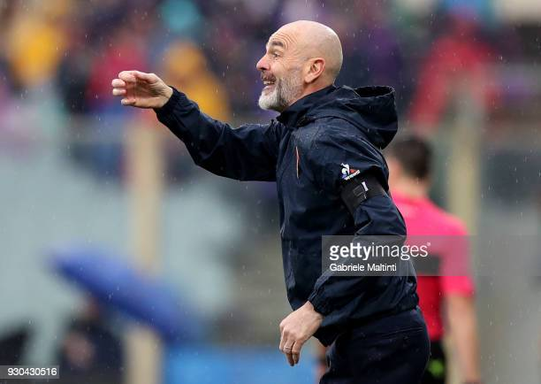 Stefano Pioli manager of AFC Fiorentina gestures during the serie A match between ACF Fiorentina and Benevento Calcio at Stadio Artemio Franchi on...