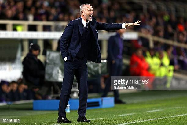 Stefano Pioli manager of SS Lazio shouts instructions to his players during the Serie A match between ACF Fiorentina and SS Lazio at Stadio Artemio...
