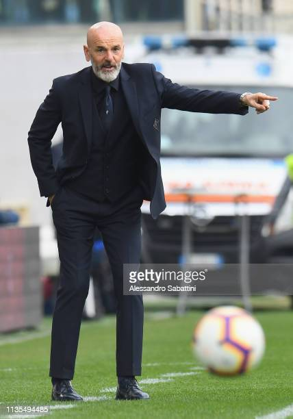 Stefano Pioli of Fiorentina gestures during the Serie A match between ACF Fiorentina and Frosinone Calcio at Stadio Artemio Franchi on April 7 2019...