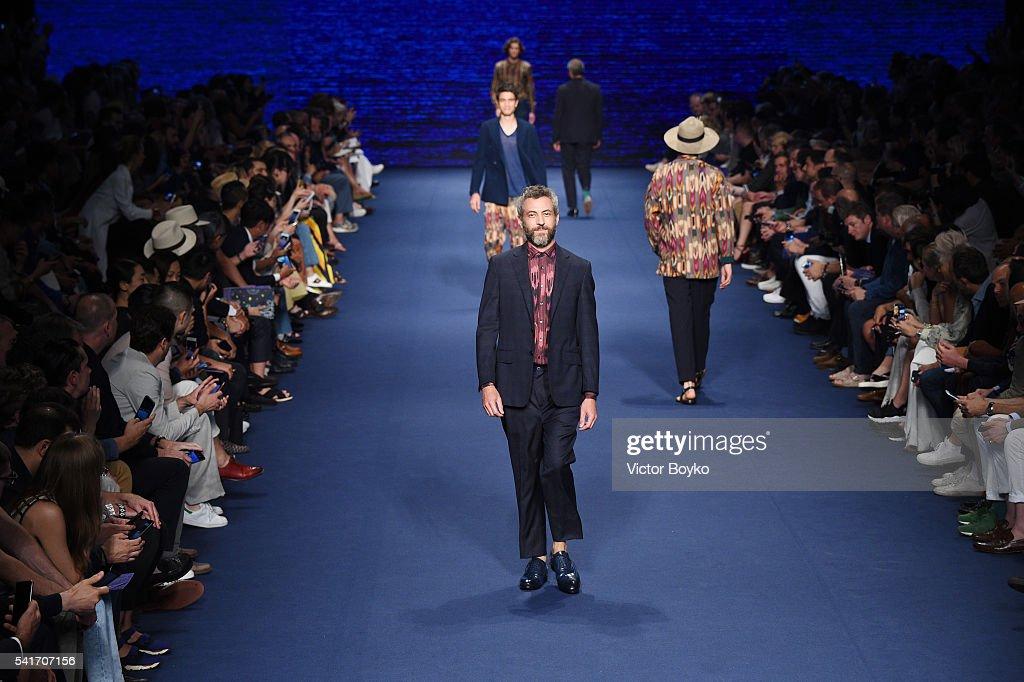 Etro - Runway - Milan Men's Fashion Week SS17 : News Photo