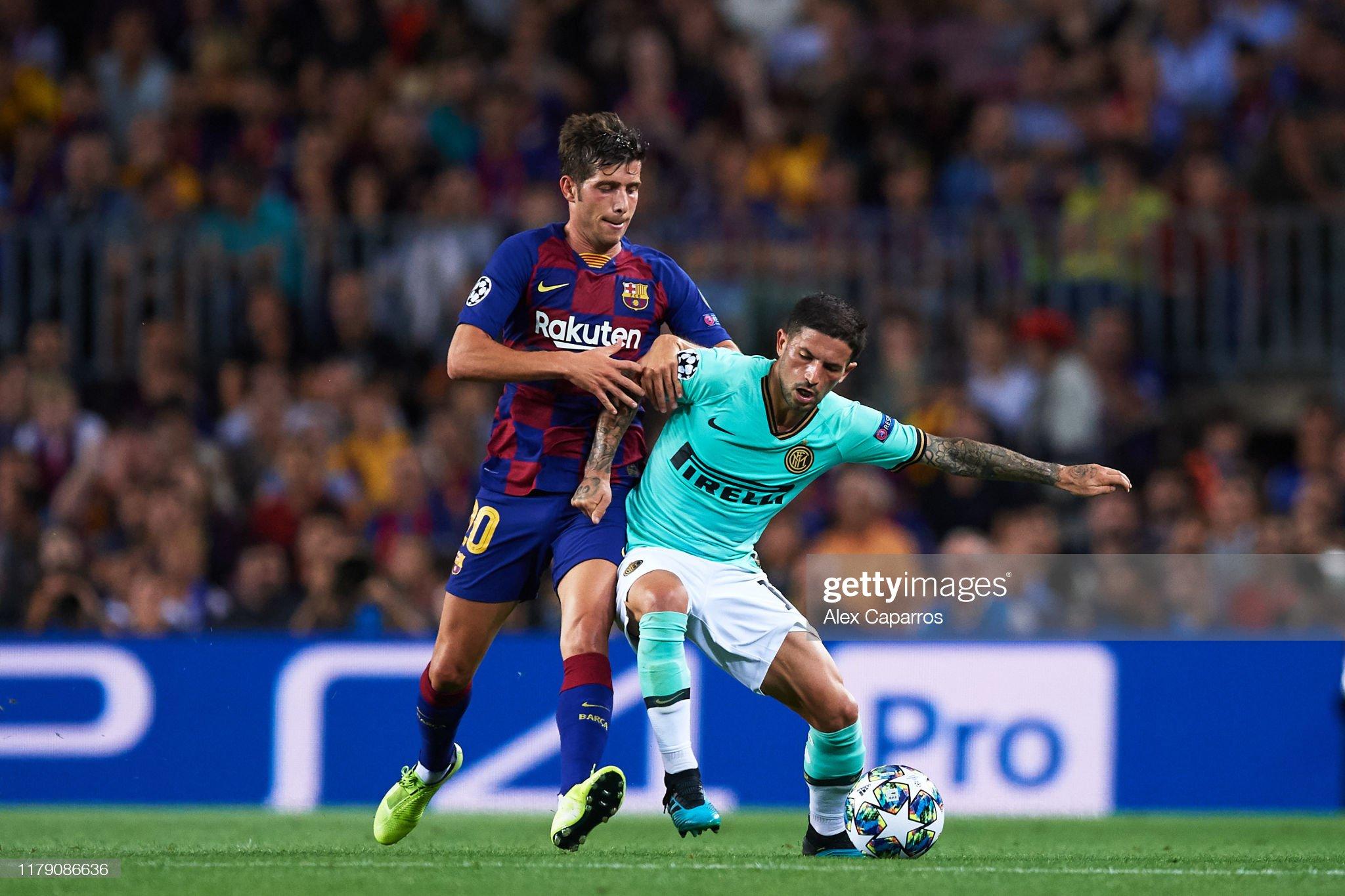 صور مباراة : برشلونة - إنتر 2-1 ( 02-10-2019 )  Stefano-sensi-of-inter-fights-for-the-ball-with-sergi-roberto-of-fc-picture-id1179086636?s=2048x2048