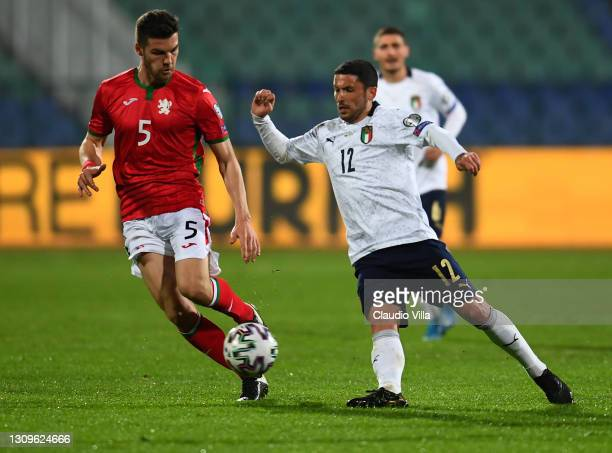 Stefano Sensi of Italy competes for the ball with Petar Vitanov of Bulgaria during the FIFA World Cup 2022 Qatar qualifying match between Bulgaria...