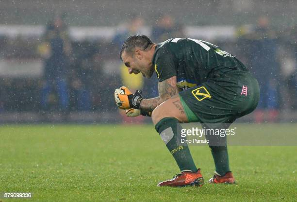 Stefano Sorrentino goalkeeper of Chievo Verona celebrates victory after the Serie A match between AC Chievo Verona and Spal at Stadio Marc'Antonio...