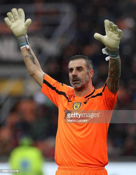 Stefano Sorrentino of AC Chievo Verona gestures during the serie A match between AC Milan and AC Chievo Verona at Stadio Giuseppe Meazza on March 18...