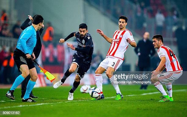 Stefanos Athanasiadis of PAOK is defended by Alberto Botia of Olympiacos during the Superleague Greece match between Olympiacos Piraeus and PAOK at...