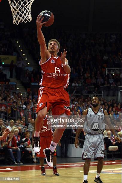 Steffen Hamann of Muenchen shoots against Brandon Thomas of Artlan Dragons during Game 4 of the BEKO BBL Quaterfinals between FC Bayern Muenchen and...