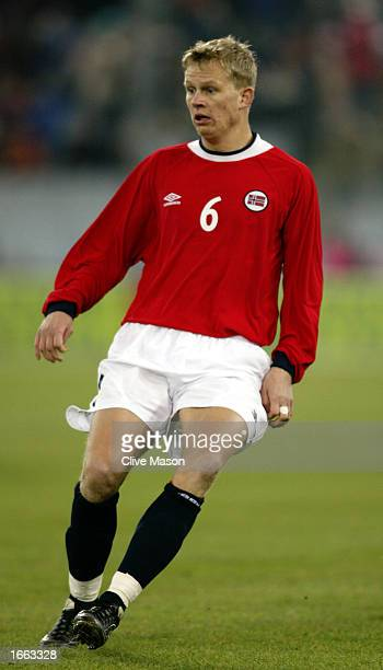 Steffen Iversen of Norway in action during the International Friendly match between Austria and Norway held on November 20, 2002 at the...