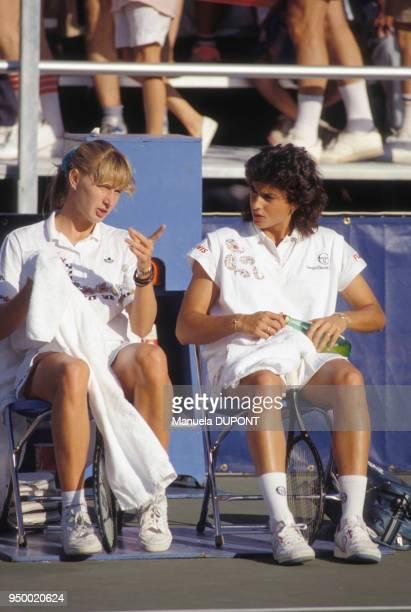 Steffi Garf et Gabriela Sabatini lors du tournoi de tennis de Flushing Meadows en septembre 1989 à New York EtatsUnis