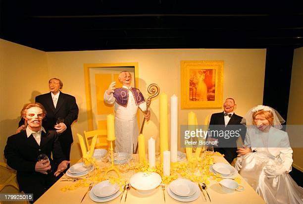 Steffi Graf mit Boris Becker und BertiVogts Katrin Krabbe Papst Johannes PaulII als GumPuppen10jähriges Jubiläum der GumPuppenStudios