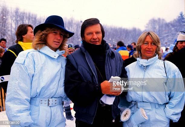 Steffi Graf mit Vater Peter, und Mutter Heidi, Winter, Hut, Tennis-Star, Urlaub, Familie, Schnee, Sportlerin, Promis, Prominenter, Prominente,