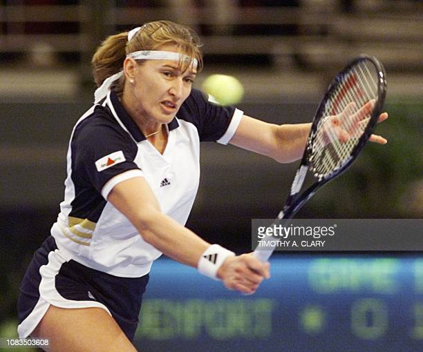 Steffi Graf of Germany lunges for a backhand during her semifinal match against Lindsay Davenport of the US at the 1998 Chase Championships 21...
