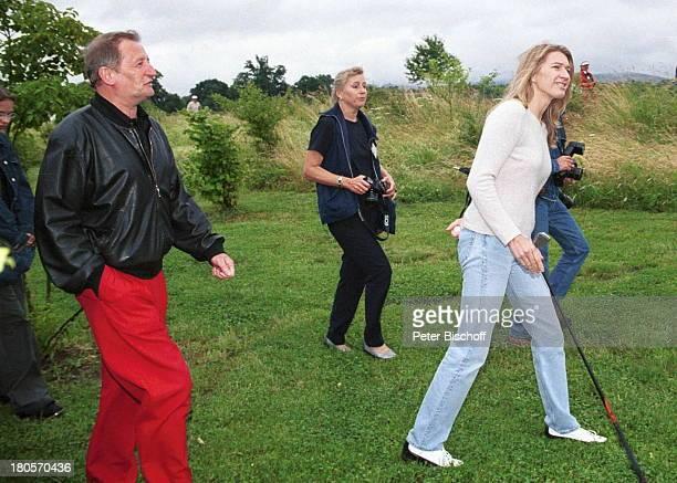 Steffi Graf Reporter Radio RegenbogenGolf Cup WohltätigkeitsTurnier fürChildren For Tomorrow GolfplatzScheibenhardt Karlsruhe Golfschläger