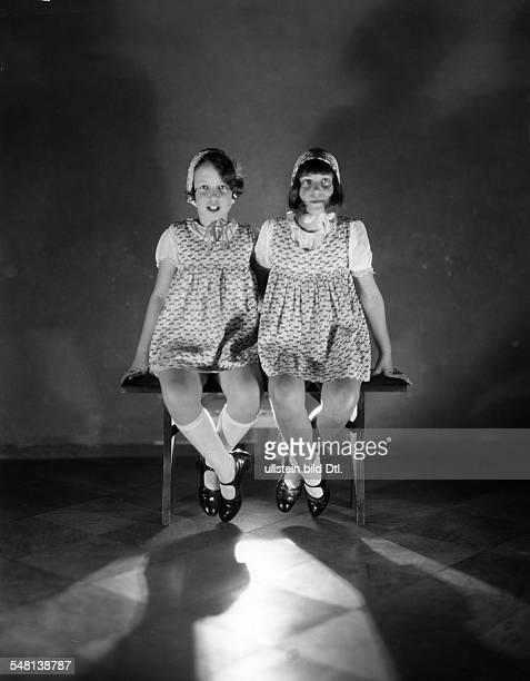 Steffi Nossen School of Dance Two girls sitting on a bench 1931 Photographer James E Abbe Vintage property of ullstein bild