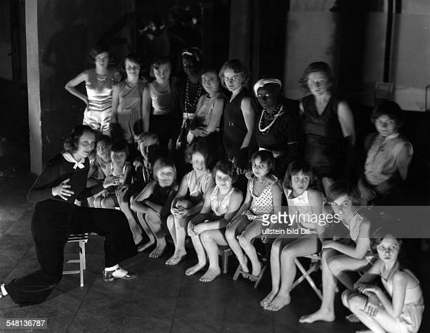 Steffi Nossen together with her dance students 1931 Photographer James E Abbe Vintage property of ullstein bild