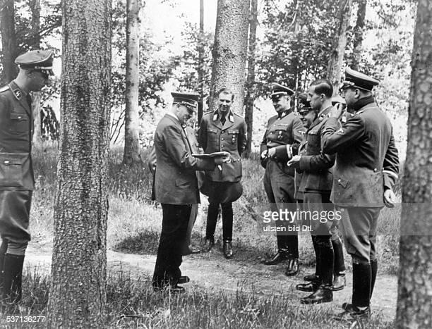 Steffi von WolffSteffi von WolffAlbert BormannKarl BrandtAdolf Hitler Karl WolffTheo Morell Politiker NSDAP D Führerhauptquartier 'Wolfsschanze' bei...