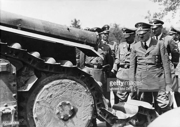 Steffi von WolffSteffi von WolffHeinrich HimmlerAdolf Hitler Karl Wolff Politiker NSDAP D auf der Rückfahrt von Compiegne zum Hauptquartier bei der...