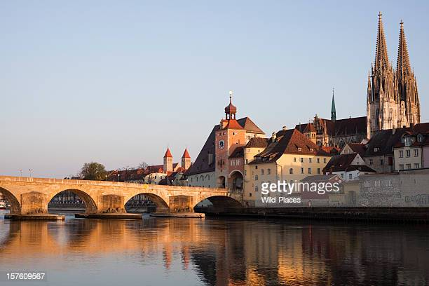 steinerne brucke's lake and bridge, regensburg - regensburg stock photos and pictures