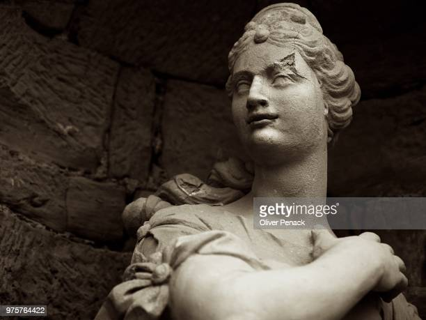 steinerne lady - statue stock pictures, royalty-free photos & images
