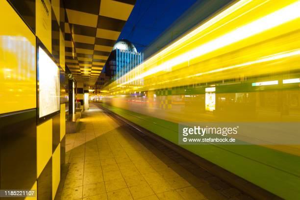 steintor üstra tram and anzeiger hochhaus - hannover stock-fotos und bilder