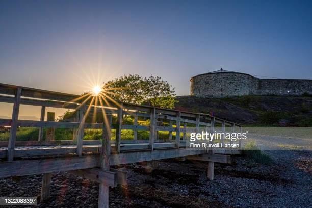 steinvikholmen castle in stjordal norway. the pier runs from mainland to the castle - finn bjurvoll bildbanksfoton och bilder