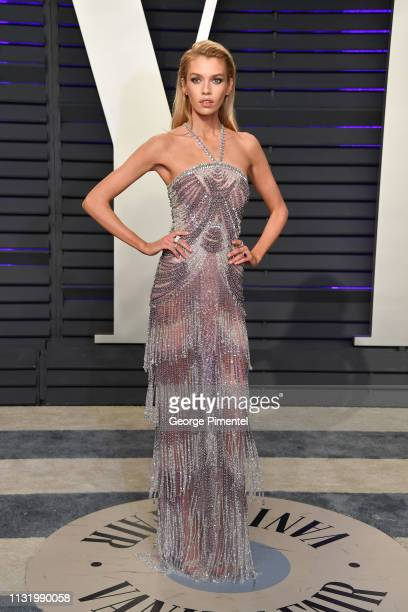 Stella Maxwell attends the 2019 Vanity Fair Oscar Party hosted by Radhika Jones at Wallis Annenberg Center for the Performing Arts on February 24...