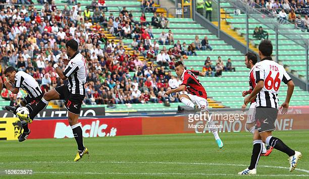 Stephan El Shaarawy of AC Milan scores their first goal during the Serie A match between Udinese Calcio and AC Milan at Stadio Friuli on September...
