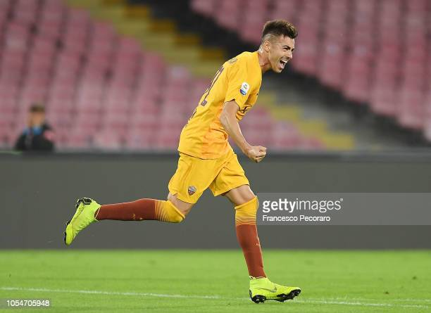 Stephan El Shaarawy of AS Roma celebrates after scoring the first goal of his team during the Serie A match between SSC Napoli and AS Roma at Stadio...