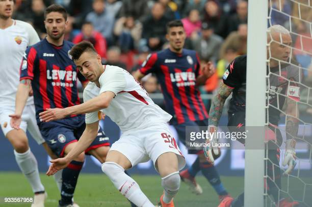 Stephan El Shaarawy of Roma scores his team's opening goal during the serie A match between FC Crotone and AS Roma at Stadio Comunale Ezio Scida on...