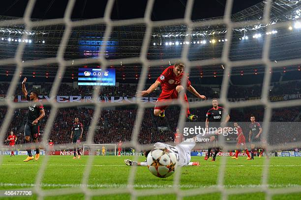 Stephan Kiessling of Bayer Leverkusen scores the opening goal past Julio Cesar of Benfica during the UEFA Champions League Group C match between...