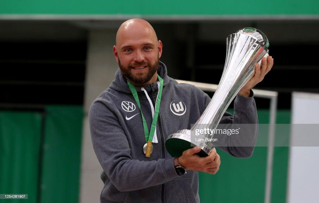 VfL Wolfsburg Women's v SGS Essen Women's - Women's DFB Cup Final : News Photo