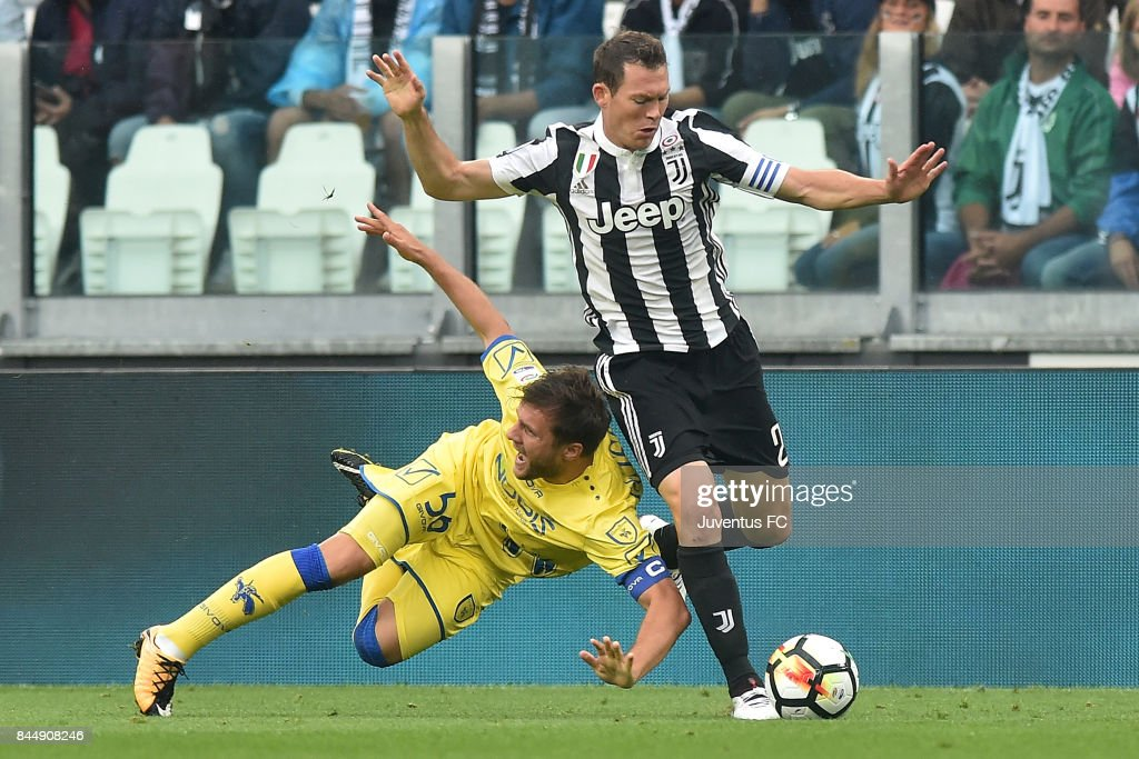 Stephan Lichtsteiner of Juventus competes for the ball during the Serie A match between Juventus and AC Chievo Verona on September 9, 2017 in Turin, Italy.