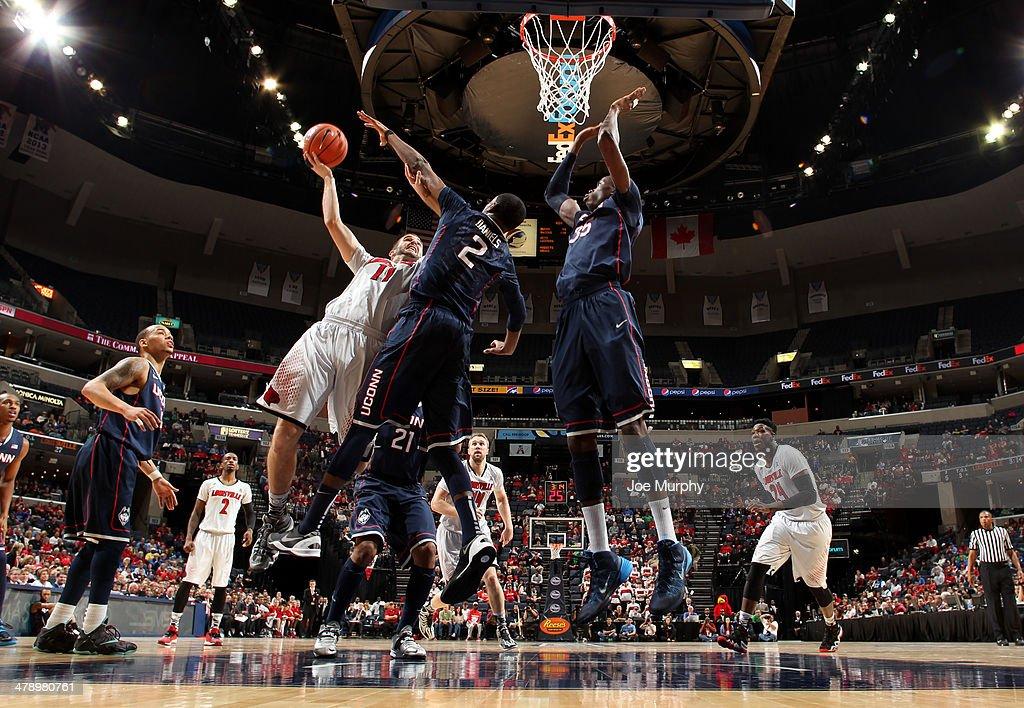 AAC Basketball Tournament - Championship -Connecticut v Louisville : News Photo