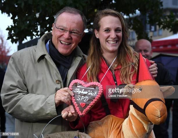 Stephan Weil German Social Democrat and governor of the state of Lower Saxony gives a gingerbread heart to a girl on her hen party while campaigning...