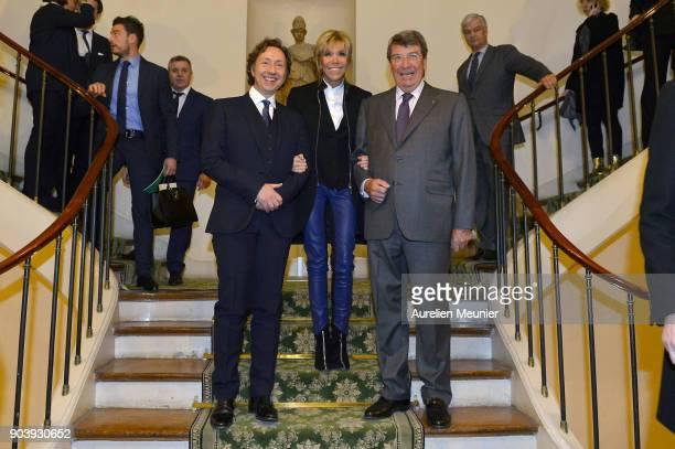Stephane Bern French First Lady Brigitte Macron and Xavier Darcos pose as they attend the Prix Histoire et Prix Patrimoine 2017 de La Fondation...