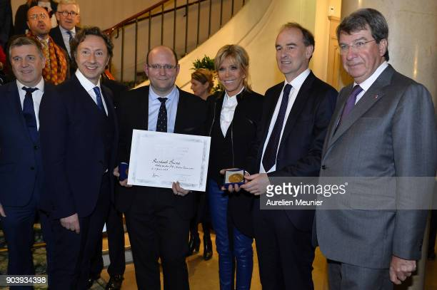Stephane Bern Raphael Spina French First Lady Brigitte Macron Guillaume d'Andlau and Xavier Darcos pose as they attend the Prix Histoire et Prix...