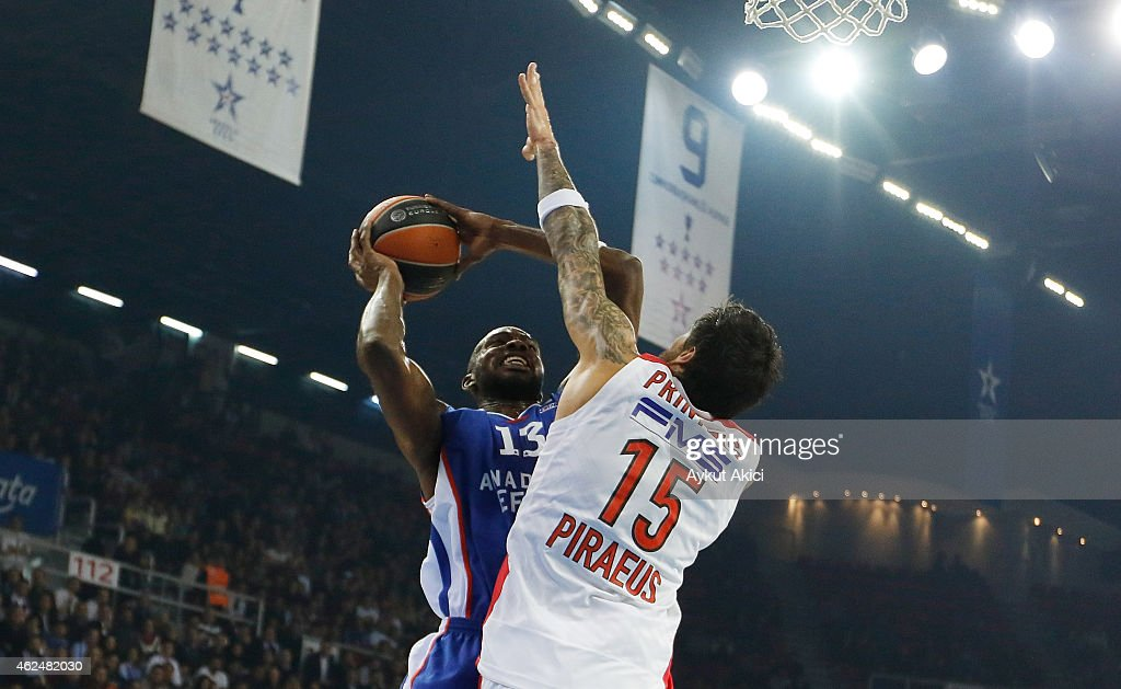 Anadolu Efes Istanbul v Olympiacos Piraeus - Turkish Airlines Euroleague Top 16