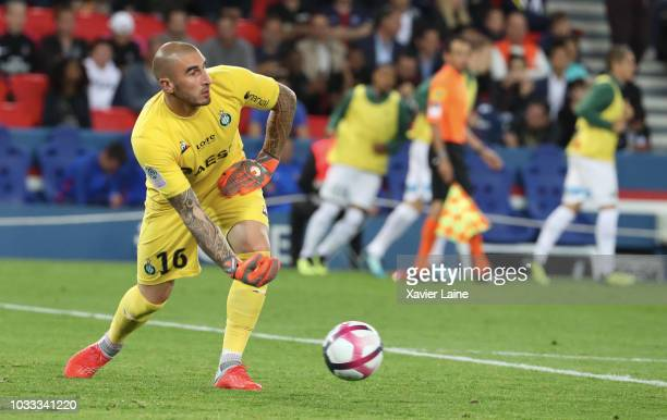 Stephane Ruffier of Saint Etienne ASSE in action during the French Ligue 1 match between Paris Saint Germain and AS Saint Etienne on September 14...