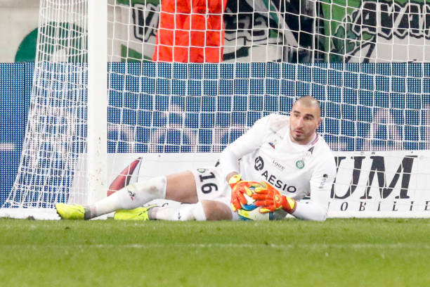 Championnat de France de football LIGUE 1 2018-2019-2020 - Page 33 Stephane-ruffier-of-saint-etienne-during-the-ligue-1-match-between-as-picture-id1186501771?k=6&m=1186501771&s=612x612&w=0&h=LHJhCGicMA361HHUlLkVccoO4kNruHJJJBuraECq8O4=