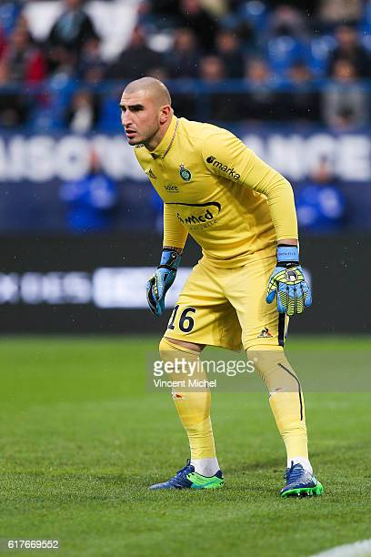 Stephane Ruffier of Saint-Etienne during the Ligue 1 match between SM Caen and AS Saint-Etienne at Stade Michel D'Ornano on October 23, 2016 in Caen,...