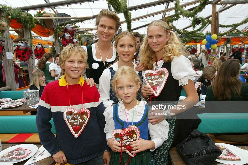 stephanie gr fin von pfuel mit ihrern kindern karl amelie sophie news photo getty images. Black Bedroom Furniture Sets. Home Design Ideas