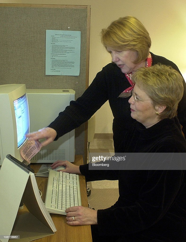 Stephanie Lovenguth of Personnel Services, Inc. employment agency, assists Lauren Gillen, seated, as she takes a computer skills test in Doylestown, Philadelphia, on Feb. 7, 2003. The U.S. unemployment rate unexpectedly dropped to 5.7 percent in January, the lowest in four months. Companies added workers for the first time since October as demand for goods and services began to accelerate. Photographer: William Thomas Cain/Bloomberg via Getty Images